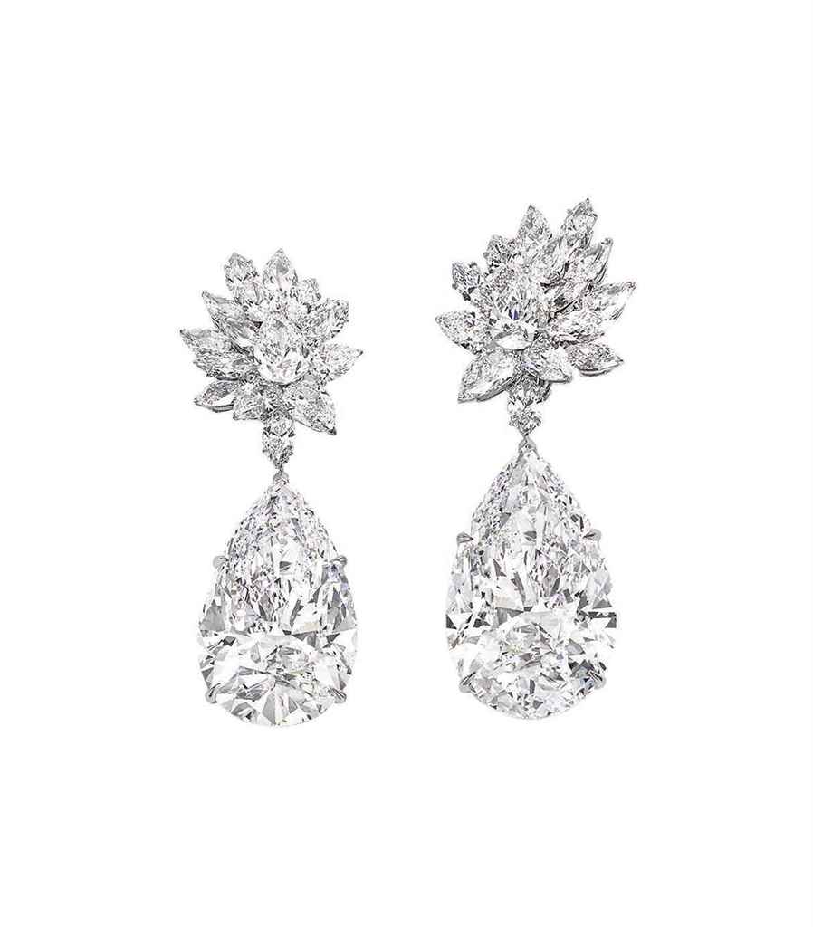 miroir_de_lamour_a_sensational_pair_of_diamond_earrings_by_boehmer_bas_d6029671g.jpg