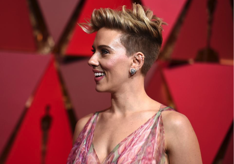 Scarlet Johansson 2017 Oscars pear cut diamonds