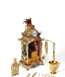 The George III Jeweled Gold and Hardstone Nécessaire and Watch.png